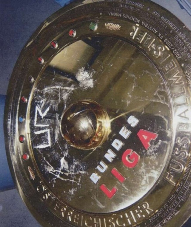 Apparent cocaine on the Austrian Bundesliga trophy