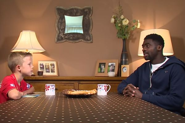 Liverpool star Kolo Touré comes round for tea with a 9-year-old fan