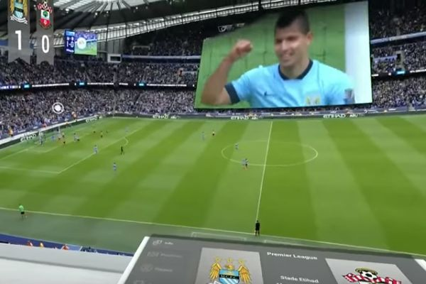 Watching football with a virtual reality headset