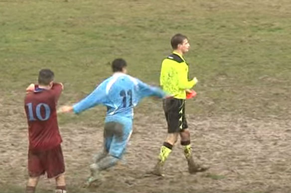 A player kicks the ref in an Italian lower league match