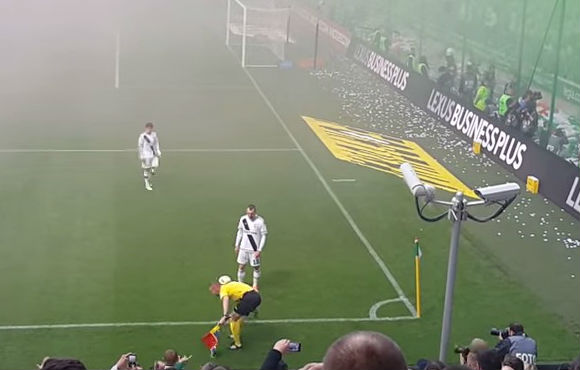 A Polish linesman does keepy-uppies during Legia Warsaw's 3-0 win over Pogoń Szczecin
