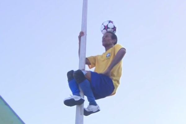 Man balancing ball on his head on Copacabana Beach appears in BBC Olympics coverage