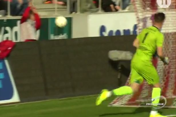 Tubize goalkeeper throws ball in ball boy's face at Royal Antwerp