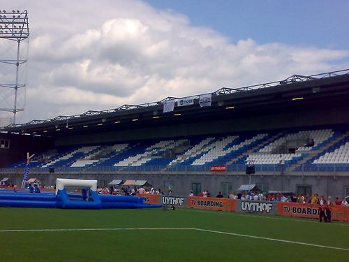 A Go Ahead Eagles fan did a poo in the centre circle of PEC Zwolle's MAC³PARK Stadion