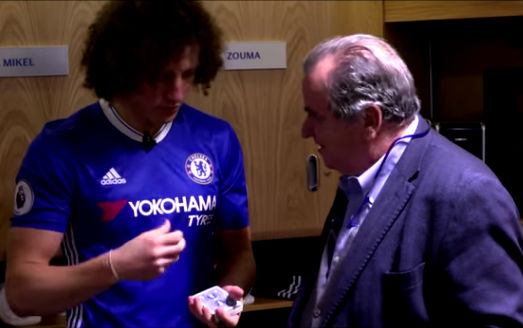 David Luiz does a card trick