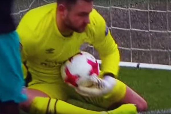 PSV goalkeeper scores own goal by picking up ball at Feyenoord