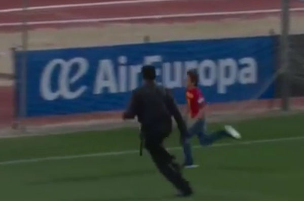 A child runs past security to get to hug Álvaro Morat