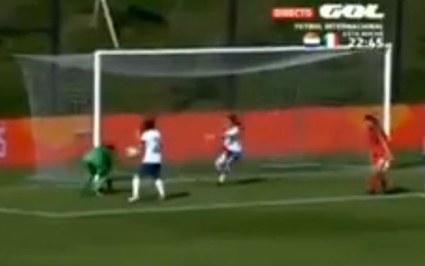 Portugal Women U-17 goalkeeper scores an own goal with her face