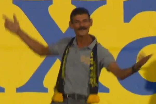 Las Palmas fan dances through 1-5 defeat to Atlético Madrid