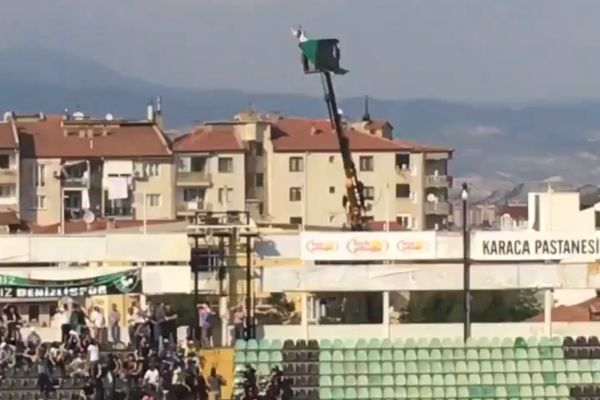 Banned Denizlispor fan rents crane to watch game against Gaziantepspor in Turkey