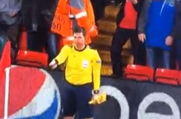 Linesman's flag falls off during Liverpool v Roma
