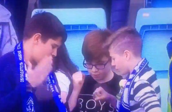 Three boys play rock-paper-scissors for Toni Šunjić's Dynamo Moscow shirt