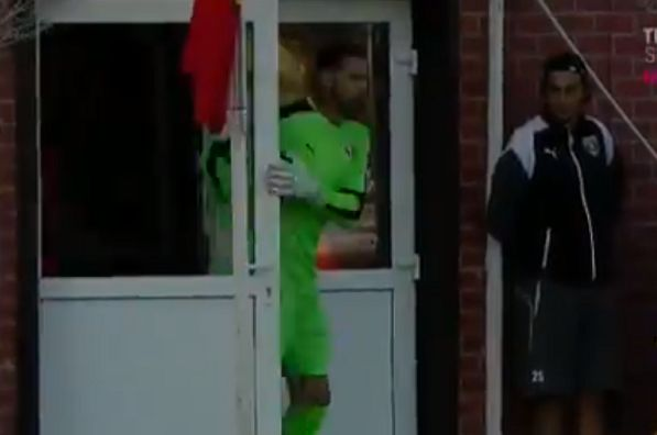 Voluntari goalkeeper wastes time with long run-up