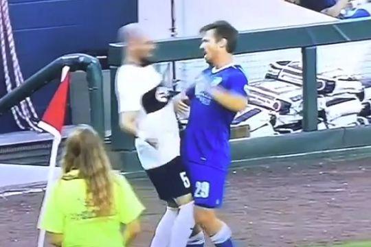 Both players dive after headbutt at Reno 1868 vs Saint Louis United