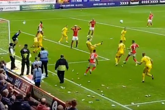 Crisps protest at Charlton during 0-0 draw with Fleetwood