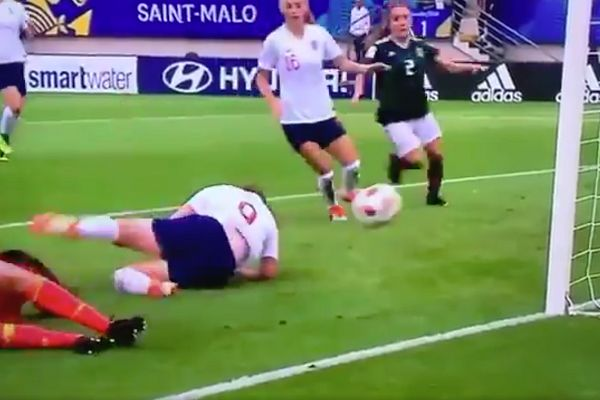 England's Lauren Hemp scores by falling onto the ball in their U-20 Women's World Cup win over Mexico