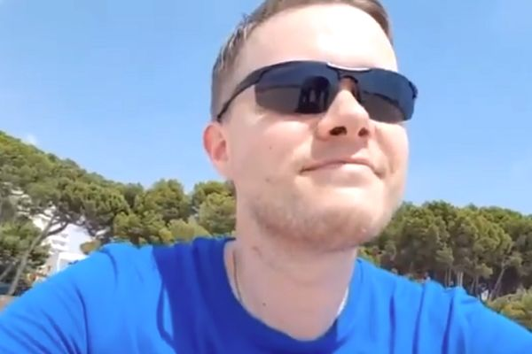 Manchester United YouTuber Mark Goldbridge has his live broadcast interrupted by a beach seller in Spain
