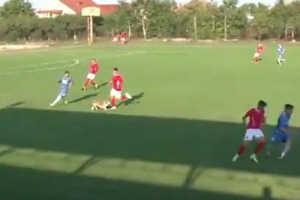 Dog trips up player during Romanian fourth-tier match