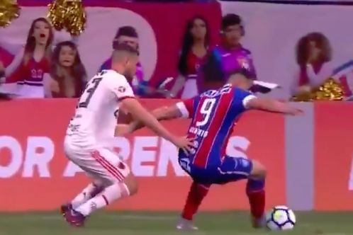 The players kept missing the ball during Bahia 0-0 Flamengo