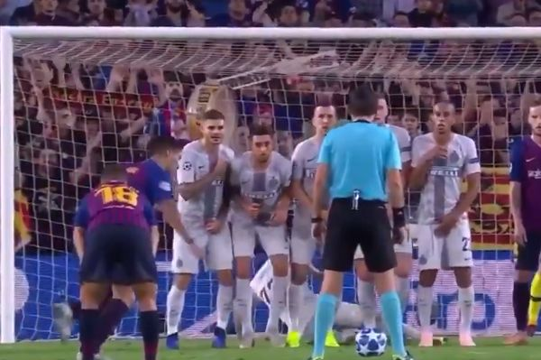 Inter's Marcelo Brozović slides to block Luis Suárez's low free-kick with his backside against Barcelona in Champions League