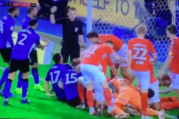 Scrum on the goal line in added time of Sheffield Wednesday vs Middlesbrough