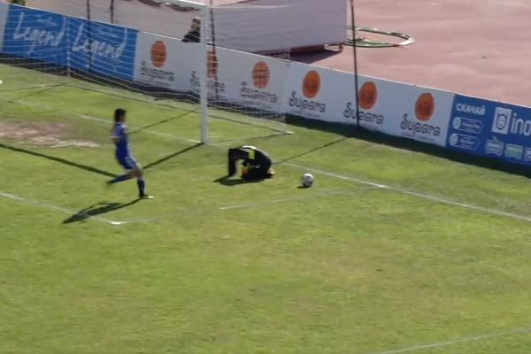Uzbekistan captain scores while Maldives goalkeeper lay injured in AFC U19 Women's Championship game