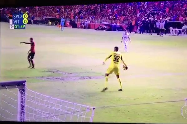 Sport Recife goalkeeper Maylson throws the ball towards his own goal before making the save in 0-0 against Vitória