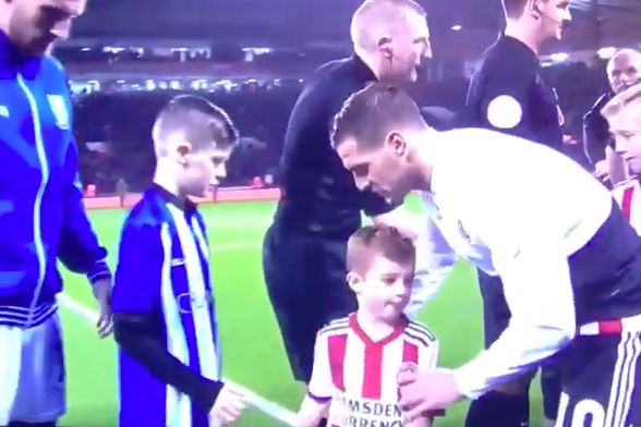 The Sheffield United mascot doesn't want to shake hands with the Sheffield Wednesday mascot before derby match