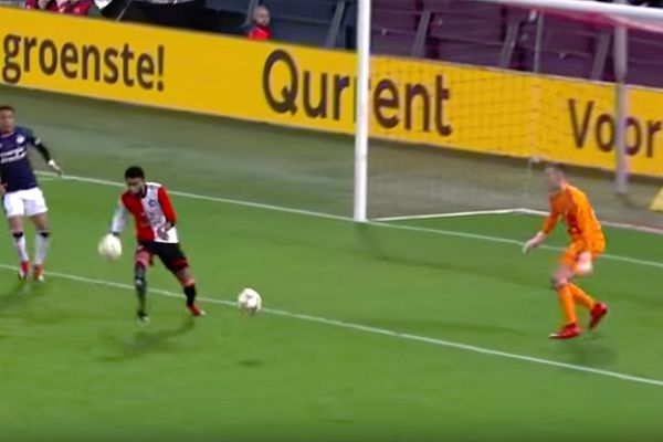 Play is stopped in Feyenoord vs PSV after a second ball is thrown on the pitch by home fans
