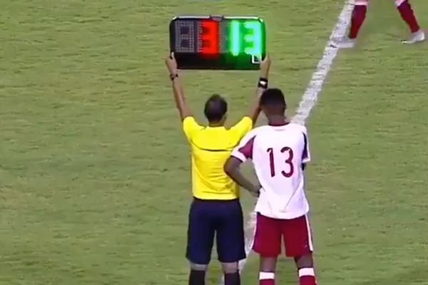 Náutico's Diego comes on as a substitute against Sergipe before the final whistle blows