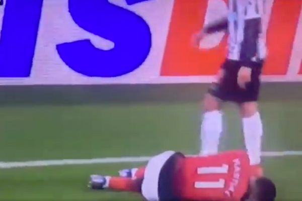 Newcastle's Ayoze Pérez kicked the ball into Anthony Martial's face during a 0-2 defeat to Man Utd