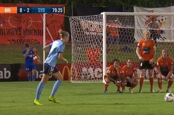 Brisbane Roar wall bobs up and down to distract Sydney free kick taker during Westfield W-League match