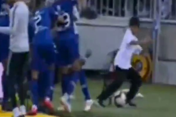 Bafétimbi Gomis scares ball boy with goal celebration after scoring for Al-Hilal