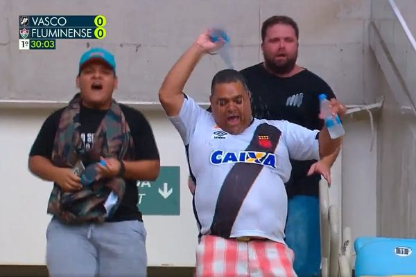 A Vasco da Gama fan pours a bottle of water over himself after being the first into their Guanabara Cup final against Fluminense at the Maracanã