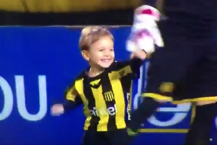 Young boy scores goal on pitch at Peñarol before kick-off in 2-2 with Racing