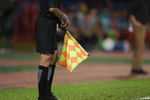This is not the linesman who lost his bearings during Montenegro 1-5 England