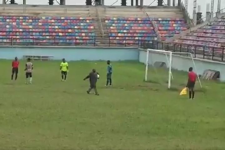 Anambra FA Cup game between Ifeanyi Ubah and Udala ends when a fan takes the ball and walks off with it