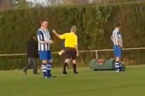 Robot lawnmower interrupts match between SV Milsbeek and VV De Zwaluw
