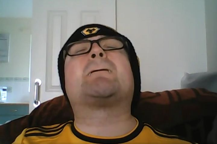 Wolves fan howls like a wolf