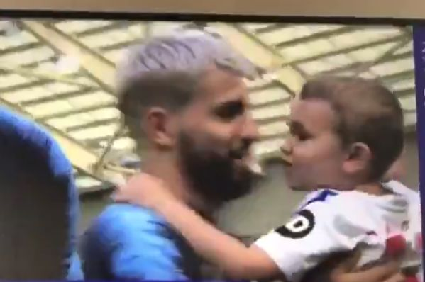 Anthony Knockaert's son kisses Sergio Agüero before the Premier League final day match between Brighton and Manchester City