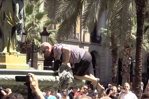 Liverpool fan gets stuck climbing into fountain in Barcelona