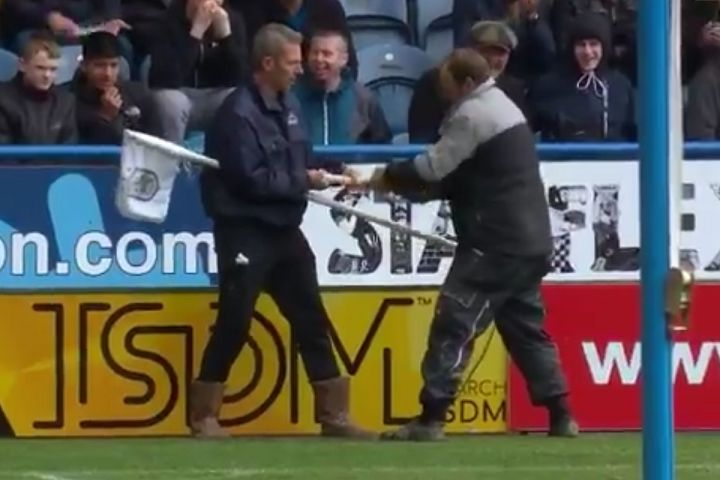 Ground staff replace corner flag during Huddersfield vs Manchester United