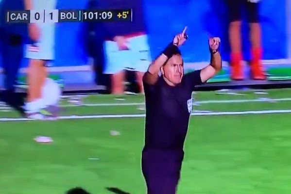 Referee signals for VAR during Always Ready vs Bolívar in Bolivian top flight, which doesn't use VAR