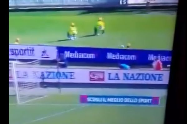 Steward hit on head by ball during Fiorentina 0-0 Juventus in Serie A