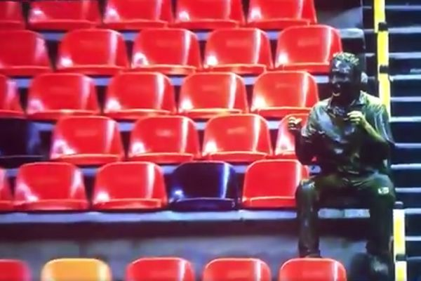 Footage of Cruz Azul's behind-closed-doors win at Club América in showed a statue of a celebrating fan after the visitors scored