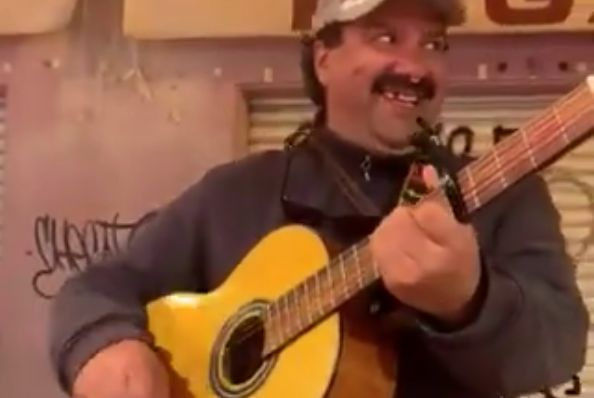 A guitarist in Benidorm sings about Newcastle United and Alan Shearer