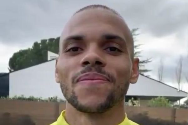 Barcelona's Martin Braithwaite recreates a Champions League lineup with his family at home during isolation