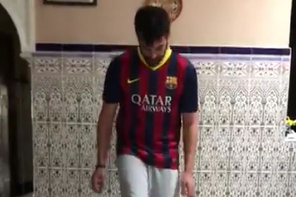 Barcelona fan kicks table while doing kick ups with toilet roll