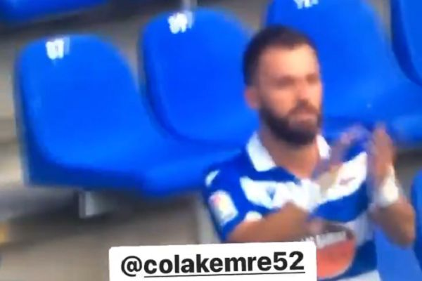 Deportivo de La Coruña's Emre Çolak claps his winning goal against Ponferradina from empty stand