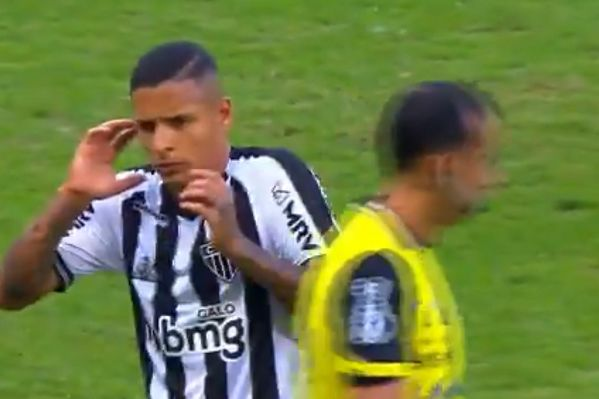 Atlético Mineiro's Guilherme Arana reacts to referee's whistle